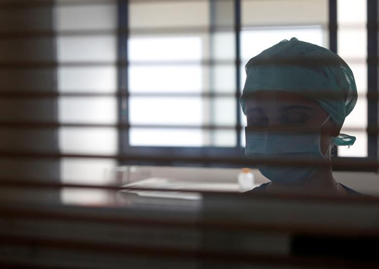A medical worker works in the ICU where patients suffering from the coronavirus are treated at the Clinique Bouchard-ELSAN private hospital in Marseille, France, September 21, 2020. REUTERS/Eric Gaillard