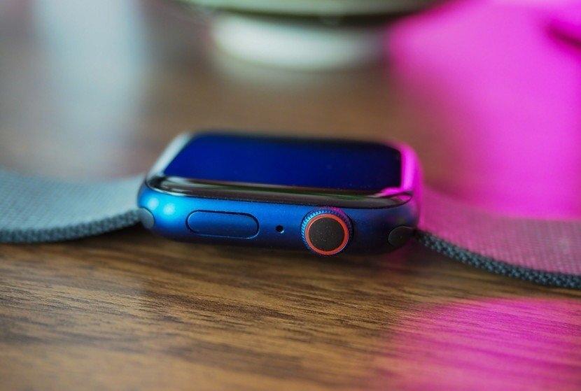 Apple Watch Series 6 side