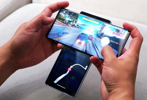 Multitasking with LG Wing 5G