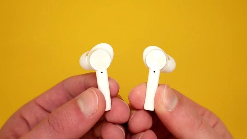 OnePlus Buds Z looks similar to the older TWS earbuds