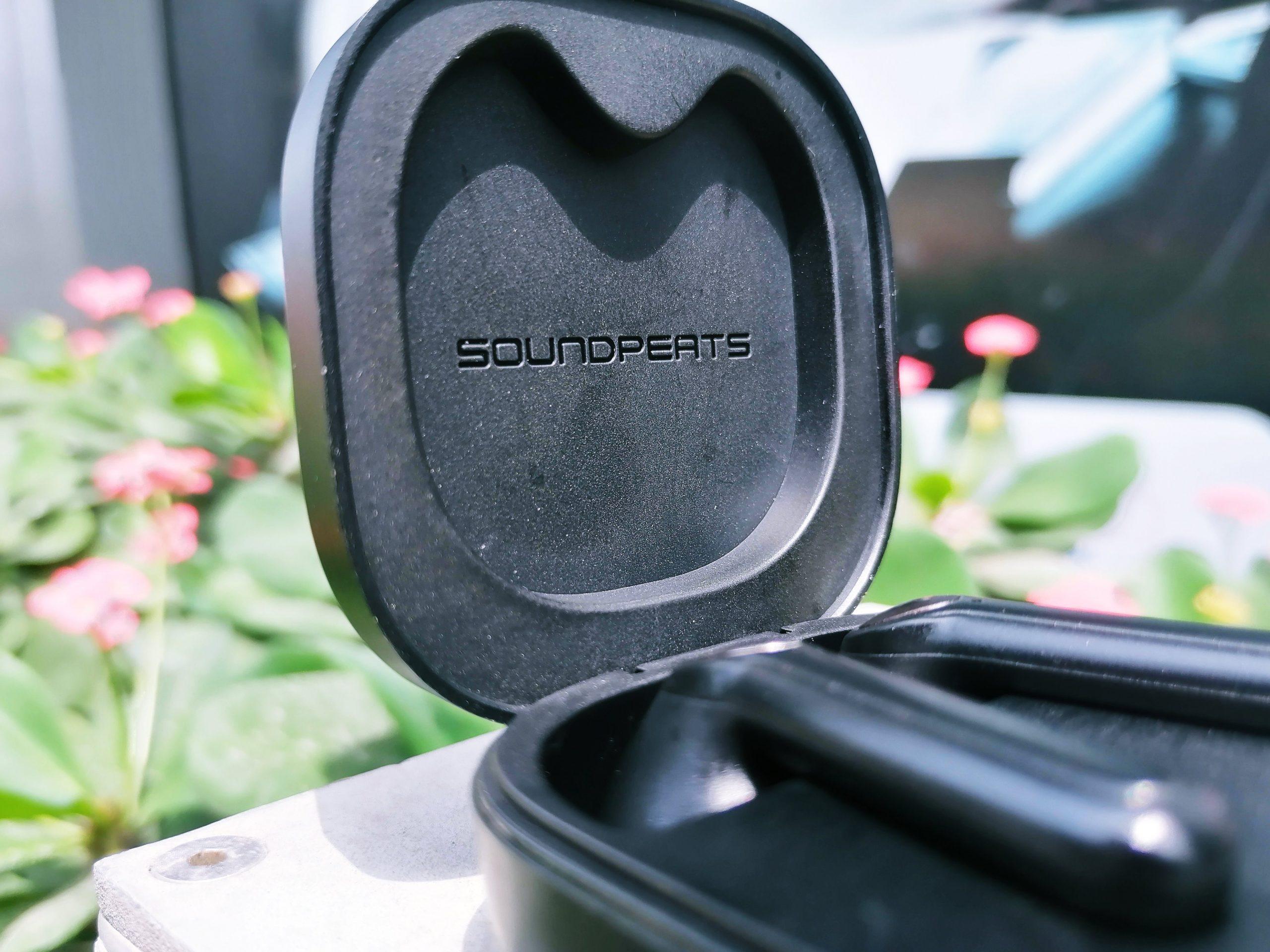 SoundPEATS TrueAir 2 casing opened